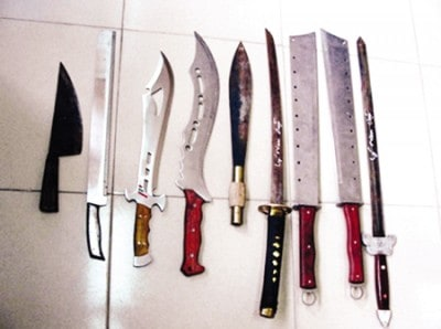 không nên để dao kiếm trong phòng ngủ