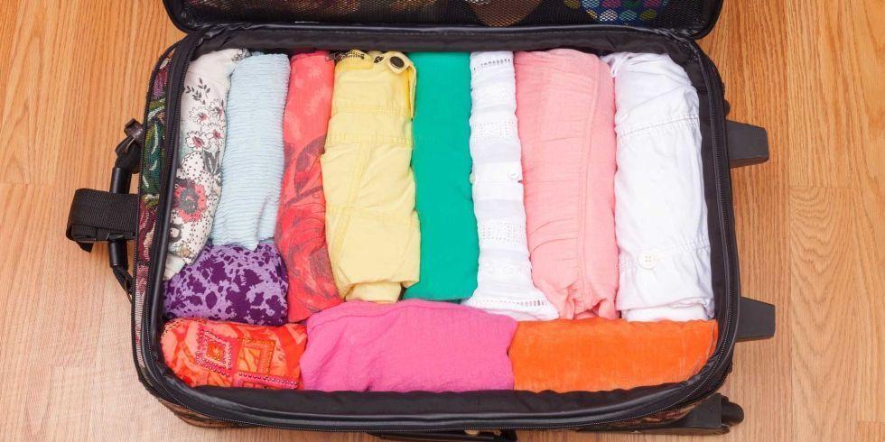 Cách sắp xếp quần áo gọn gàng khi chuyển nhà