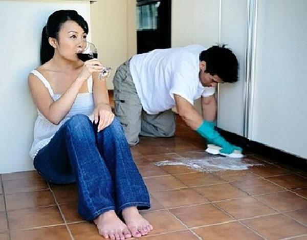 Lý do khiến chồng chăm dọn nhà