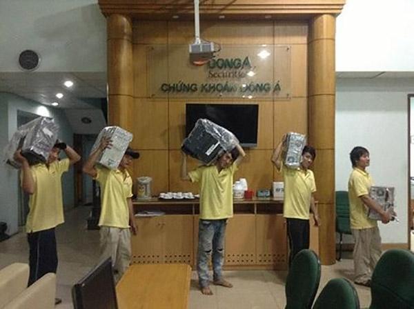 Đội ngũ nhân viên chuyên nghiệp của công ty Kiến Vàng