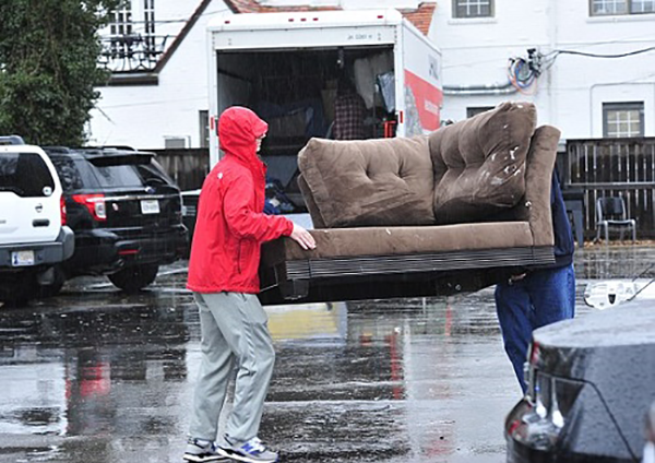 chuyển nhà gặp trời mưa