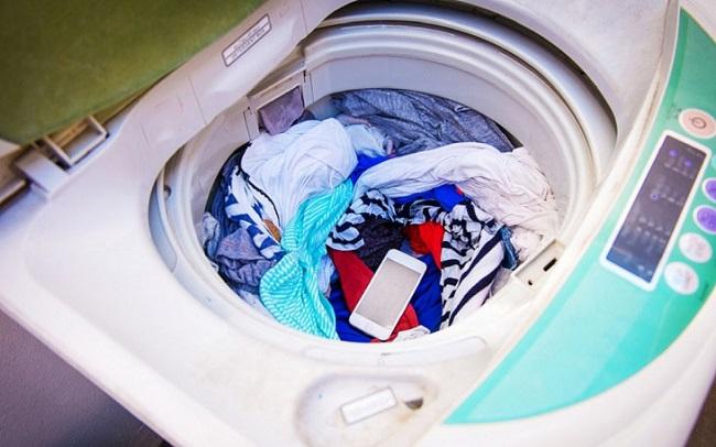 Để quên đồ dùng trong quần áo khi giặt