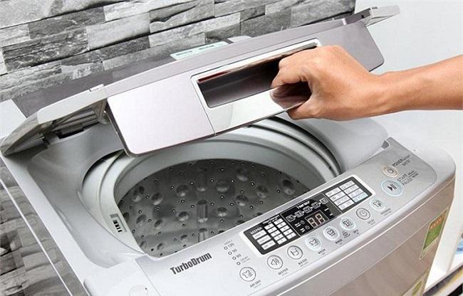 Mở nắp máy đột ngột khi đang giặt
