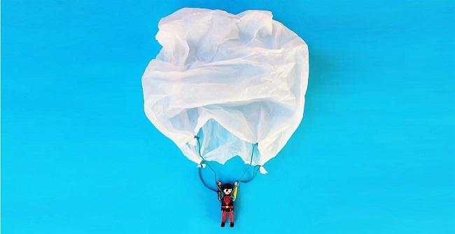 Bạn có thể làm đồ chơi thả dù từ túi ni lông, cực kỳ đơn giản