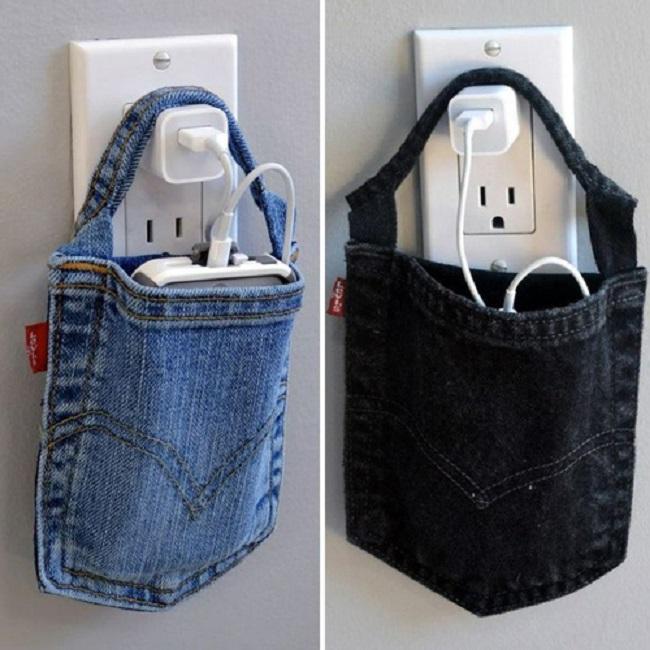 Bạn có thể tận dụng túi quần để may các miếng nhấc nồi. Hoặc làm túi đựng điện thoại, dây sạc.