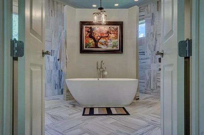 Đặt cửa phòng tắm đối diện phòng bếp là điều cấm kị trong phong thủy