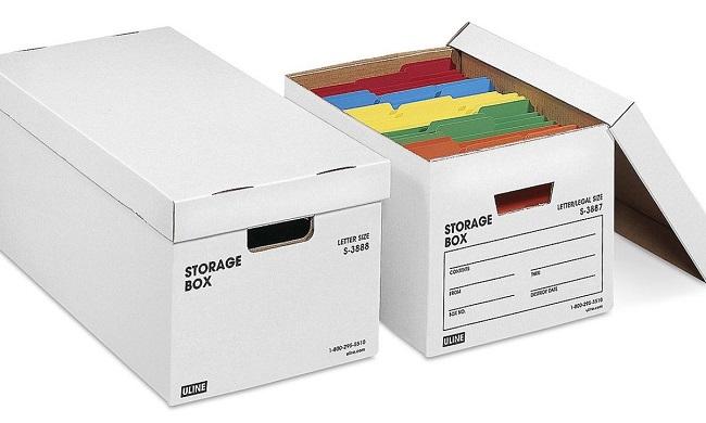 Khoét cạnh thùng carton để di chuyển chúng dễ dàng hơn
