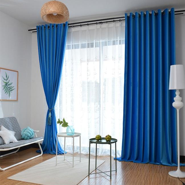 Mệnh Thủy nên lựa chọn rèm cửa màu xanh da trời hoặc xanh nước biển