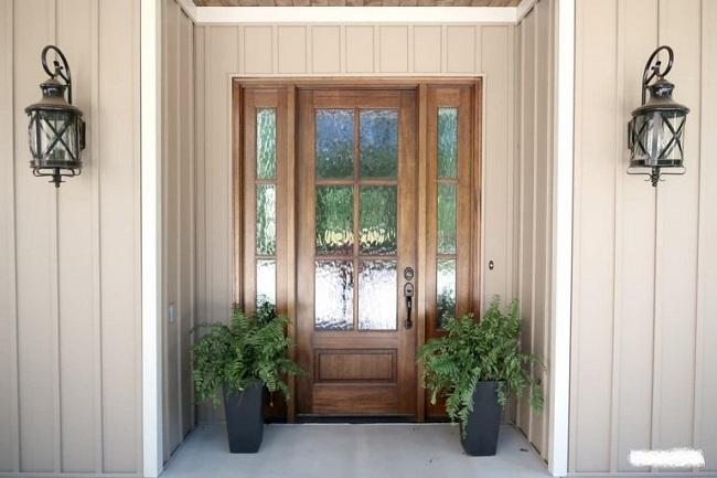 Một ngôi nhà có lộc tức là cửa chính dù được lắp đặt lâu nhưng vẫn rất vững chắc, không bạc màu, bong sơn