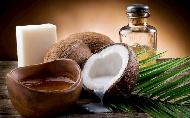 Trộn dầu dừa với mật ong hoặc bột nghệ trộn với mật ong, bôi hỗn hợp lên vết loét nhiều lần trong ngày.