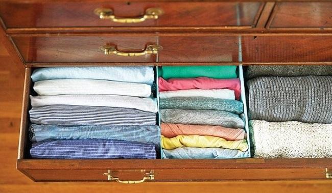 Sắp xếp quần áo gọn gàng