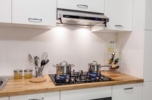 Khoảng cách lắp đặt giữa bếp và máy hút mùi không hợp lý