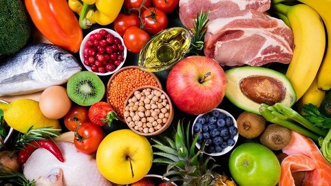 Các mặt hàng tươi sống như thịt, cá, rau sống,...