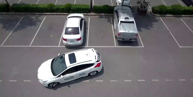 Kinh nghiệm lùi xe ô tô chuẩn xác, nhanh gọn mà bạn nên biết