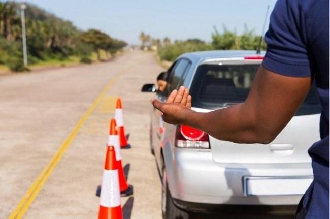 Lùi xe oto cần cẩn thận